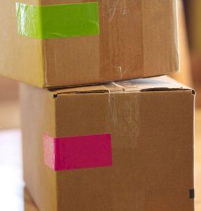 Bien faire ses cartons de déménagement : les codes couleurs
