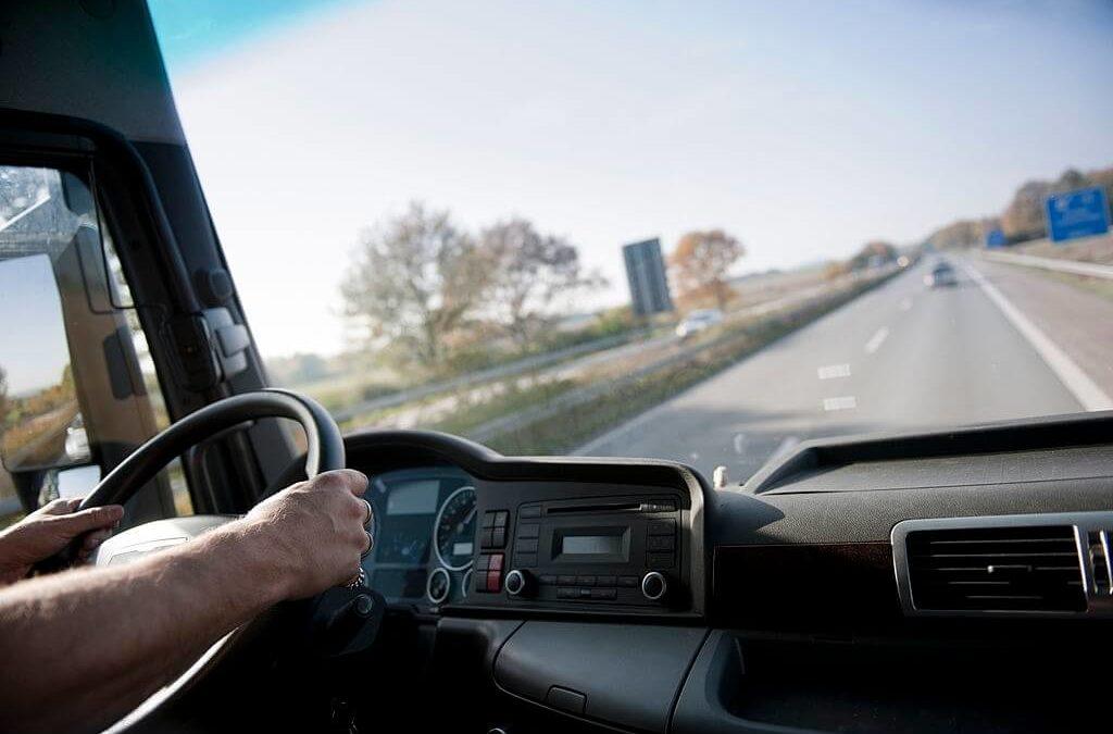 Camion avec chauffeur : la plateforme de location d'utilitaires